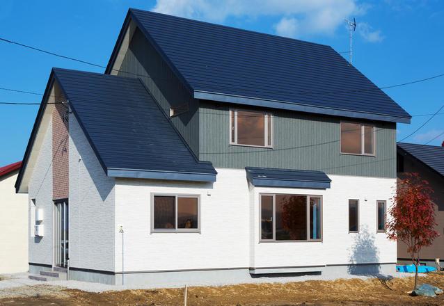 連続する三角屋根の家