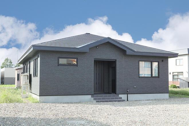 伸びやかなデザインの平屋の家