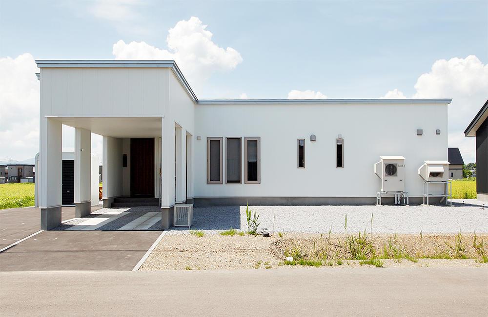 シャープな直線で構成された家