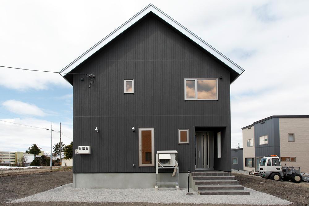 こだわりあふれる三角屋根の家