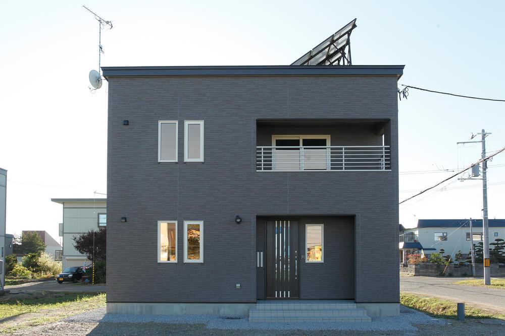 箱形デザインのシンプルな家