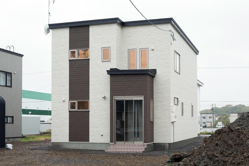 印象的なコントラストの家
